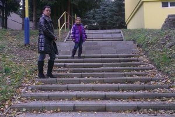 Schody z Martina Benku k Zimnej. Už sú opravené, deťom nehrozí riziko.