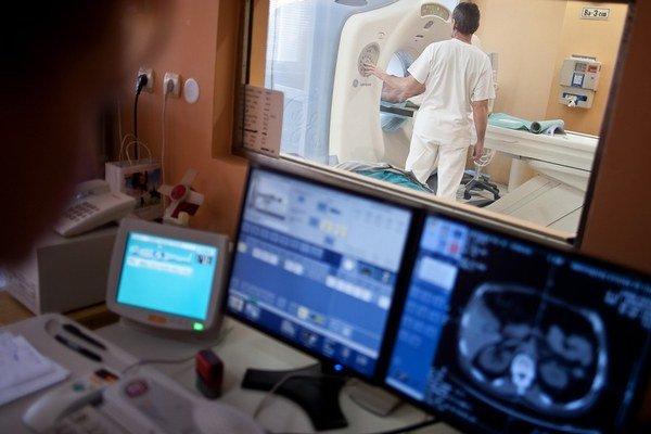 Niektoré nemocnice majú CT  z 90. rokov. Iné majú najnovšie.
