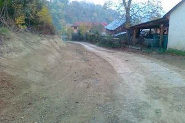 Rozšírená cesta Ku Kyslej vode. TSmP musia dať vypracovať dokumentáciu a dokončiť cestu podľa nej.