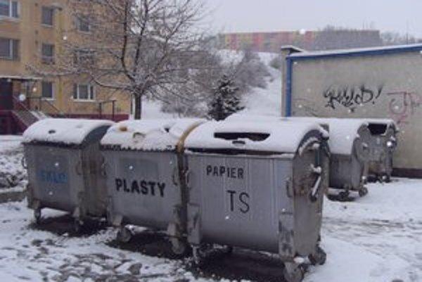 Kontajnery. Napriek separovaniu ľudia platia za odpad čoraz viac.