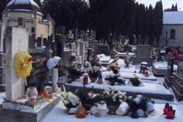 Hlavný mestský cintorín. O celý areál cintorína sa v každom ročnom období stará správca.