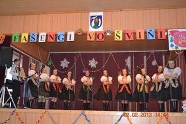 """""""Fašengi vo Šviňi"""". Zabávali aj folkloristi."""