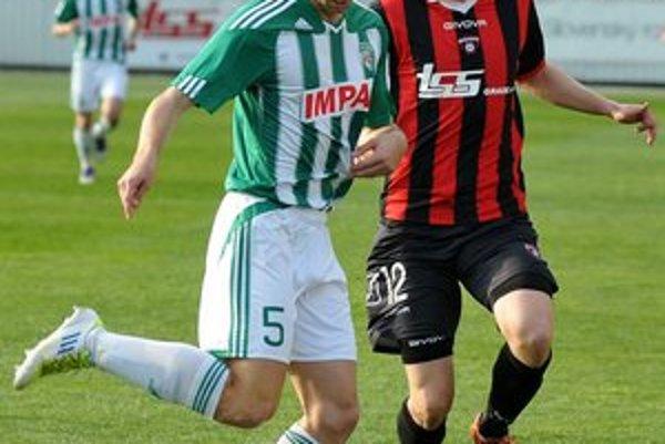 Michal Krajník. Zdá sa, že stopér Tatrana chce inšpirovať k strieľaniu gólov ofenzívnych spoluhráčov.