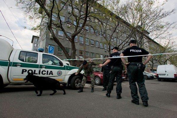 Slovenskí policajti čakajú na prezbrojenie už viac než dvadsať rokov.
