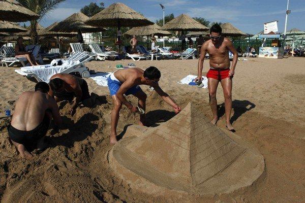Na budúci rok možno turisti budú počuť pri mori o čosi menej ruštiny.
