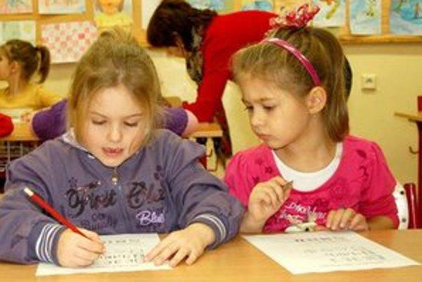 ZŠ Šrobárova v Prešove. Budúci prváci sa na dobrodružstvá medzi školákmi tešia.