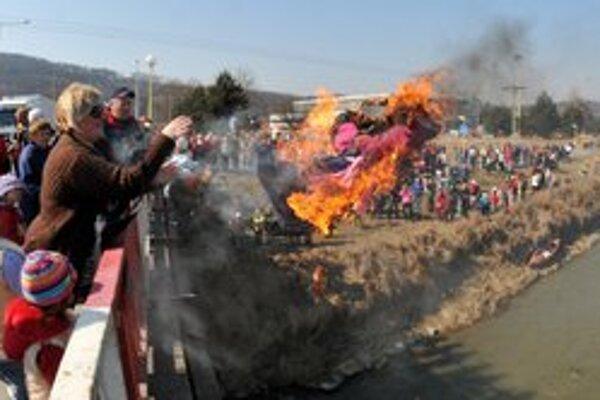 Takto vyzeralo pálenie Moreny v Prešove vlani.