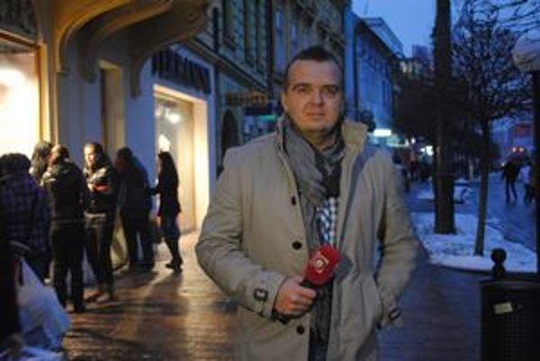 Televízny redaktor Vlado Jurek silvestruje prácou.