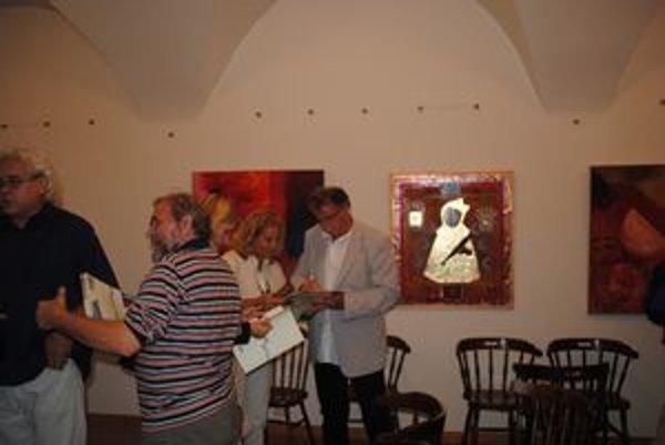 Výstava v ŠG v Prešove. Na vernisáže chodia hlavne ľudia po tridsiatke