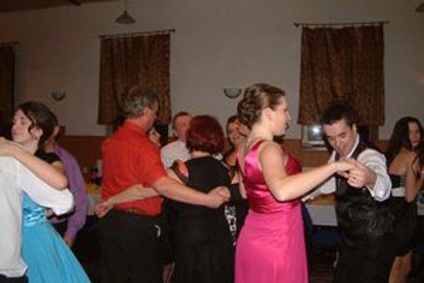 Ples FS Kapušančan. Bol to v poradí štvrtý ples miestnych folkloristov.
