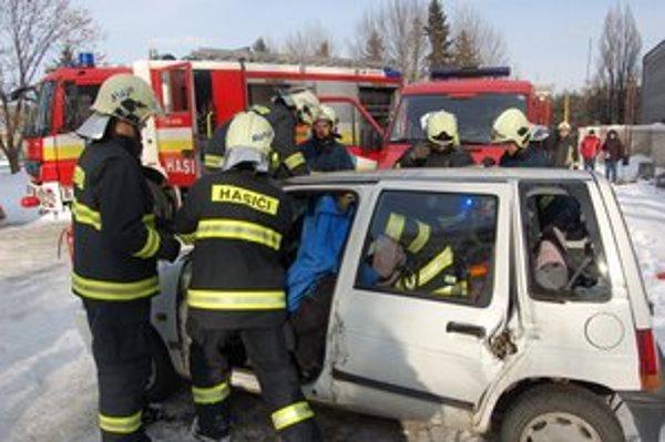 Zásah. Hasiči vlani štartovali k dopravným nehodám 1175–krát.