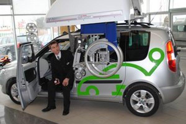 Prispôsobené auto má napríklad primontovaný invalidný vozík.