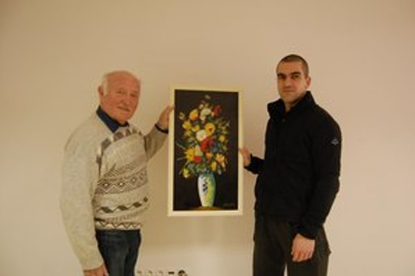 Ján Lörinčík a Marek Novacký st. Maliar daroval svoje dielo rodine, ktorá ma chorého synčeka.