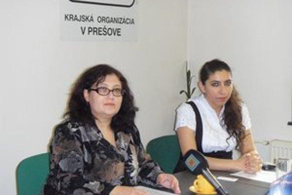 Koordinátorky Erika Godlová a Alena Holubová pomáhajú študentom.