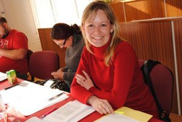 Predsedníčka okrskovej volebnej komisie Dana Kovalčíková.
