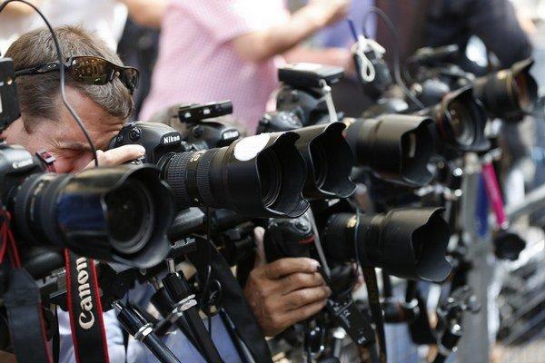 Používate fotoaparát len na pracovné účely? Dokážte alebo platťe vyššie dane, navrhuje Smer.