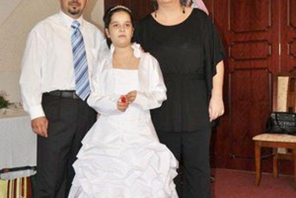 Rodinka Ráczovcov. Desaťročná Saška mala aj šaty, aj rúcho.