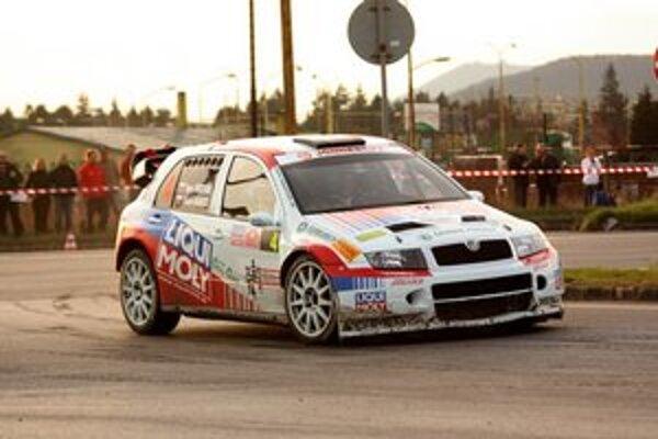 Na trati. Prešovská dvojica Igor Drotár – Vlado Bánoci so Škodou Fabia WRC.