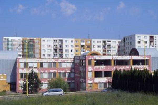 Bývalá škôlka na Lomnickej. Schátraný objekt sa v týchto dňoch rekonštruuje.