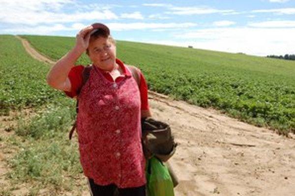 Mária Straková. Celú noc bdela na poli za dedinou.