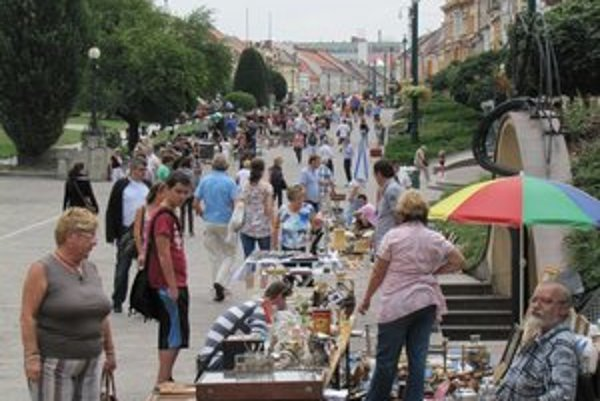 Burza. Starožitníci v Prešove obchodujú už päť rokov.