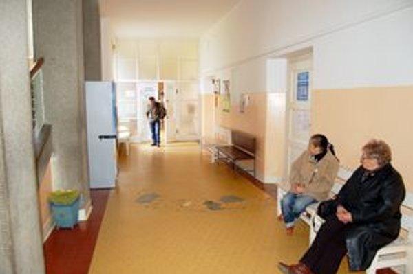 Rádiologické oddelenie. Starší typ lineárneho urýchľovača týždeň nefungoval, pacienti museli čakať.