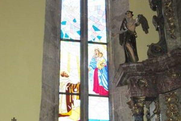 Nové okno krášli stropkovský kostol.