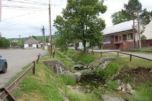 Varhaňovce. Pri minuloročných povodniach voda napáchala najväčšie škody na obecnom majetku.