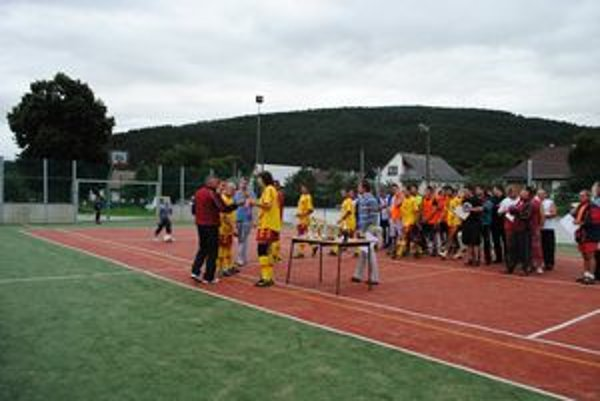 Multifunkčné ihrisko v Ľutine využívajú deti aj dospelí.