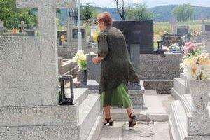 Cintorín. V Lade majú okrem klasického aj virtuálny.