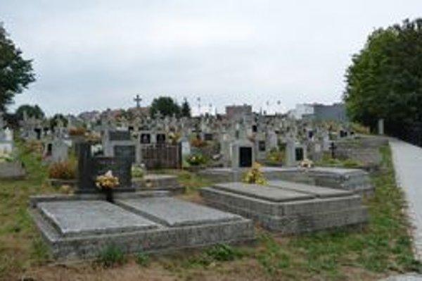 Cintorín v Bardejovskej Novej Vsi. Výška nájmu za hrobové miesto za prvých desať rokov tu stúpla o sto percent. Suma za predĺženie nájmu štvornásobne.