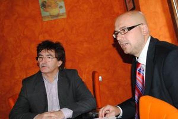 Poslanci Igor Andrejčák (vľavo) a Michal Kaliňák.