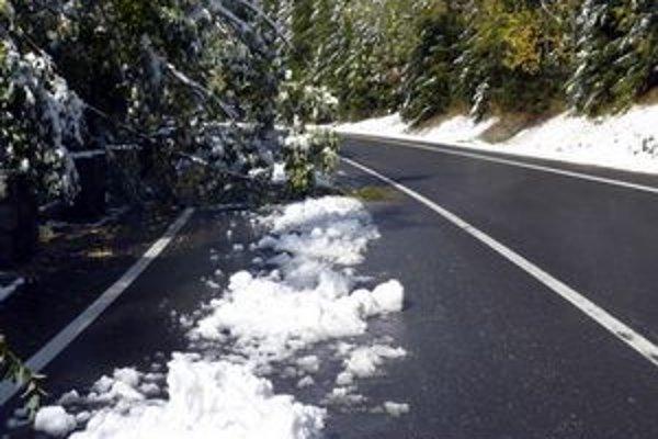 Prvý sneh sa na cestách Prešovského kraja objavil už v piatok minulý týždeň.