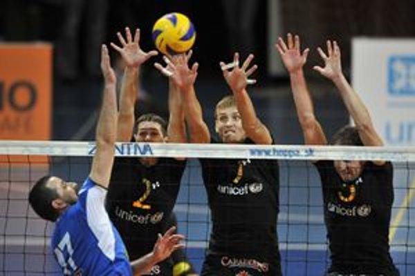 Volley Team Unicef Bratislava prvý zápas s Prešovom vyhral 3:2 na sety.