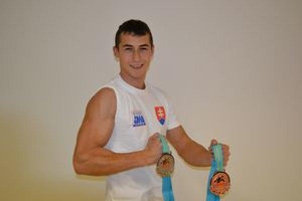 Dominik Glod a jeho medailová zbierka z MS v Kazachstane (striebro a bronz).