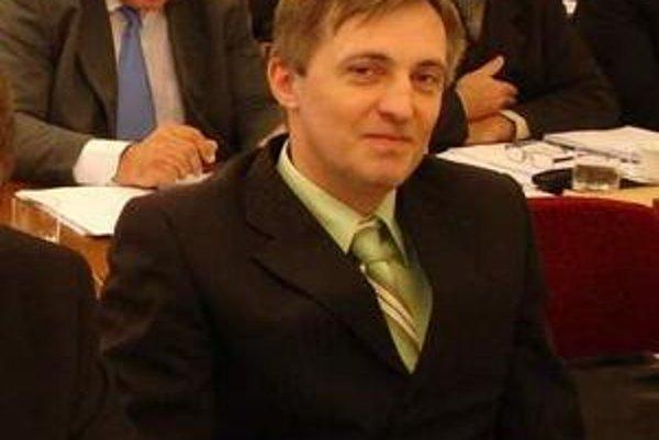 Ján Pecuch. Tvrdí, že predajom kasární sa nahralo investorovi.