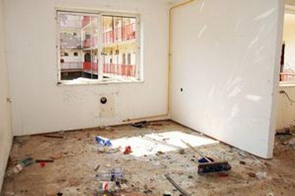 Typický obrázok. Zdevastovaný byt Na starej Tehelni.