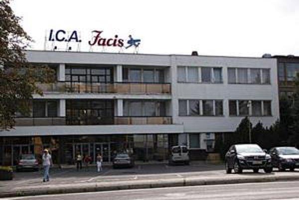 Odevná firma I.C.A. vo Svidníku. Tento mesiac vyplatili zamestnancom menšiu mzdu za uplynulý mesiac v priemere o 50 eur.