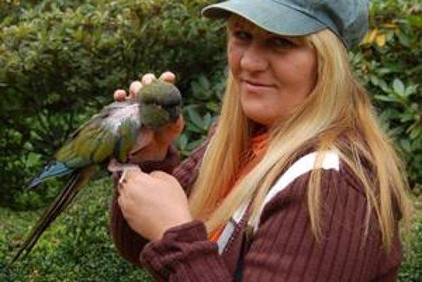 Eva Lucáková. Splnila si svoj sen - dáva druhú šancu papagájom.