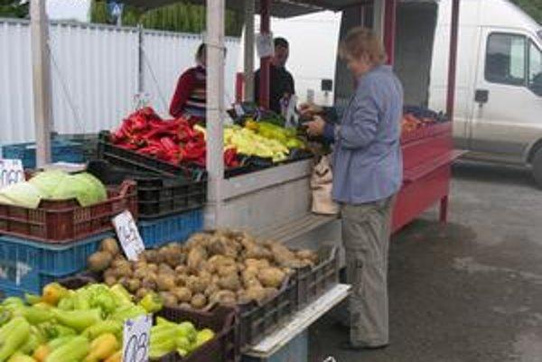 Na trhoviskách sa cena za kilogram zemiakov pohybuje od 40 do 50 centov.