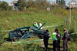 Stret vlaku s autom sa skončil smrťou vodiča.