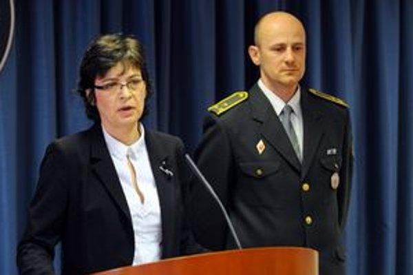 Ministerka spravodlivosti Lucia Žitňanská a riaditeľ Zboru väzenskej a justičnej stráže SR Róbert Mudronček.