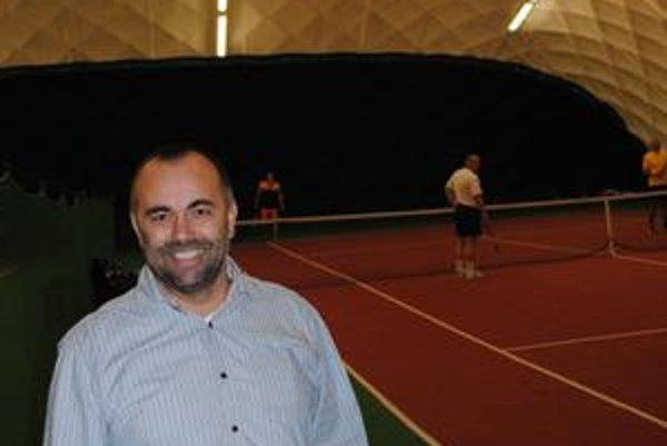Patrik Tomič. Športový manažér kandiduje ako nezávislý.