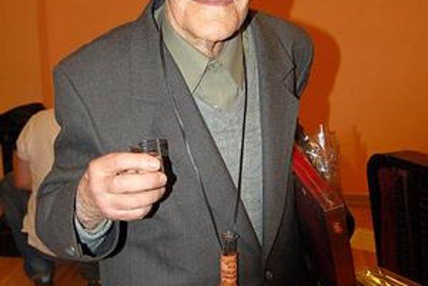 Ján Lazorík. Ani v osemdesiatke neprestáva pracovať na záchrane ľudovej kultúry.