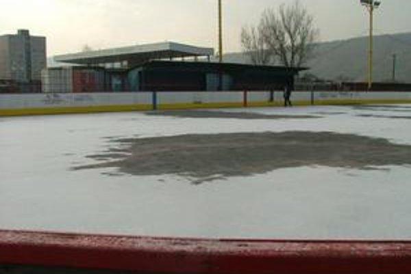 Klzisko. Stropkovčania by sa mali korčuľovať už od budúceho víkendu.
