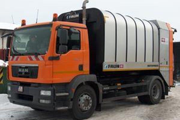 Nové vozidlo. Poslúži na odvoz komunálneho odpadu.
