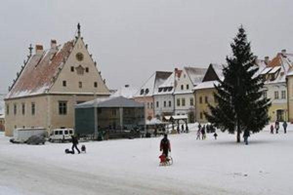 Radničné námestie. Vianočný strom je už minulosťou.