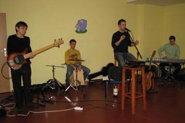 Kapela. Zľava Lukáš Vojčík, Vlado Marčák, Michael Sopko a Dominik Petrík.