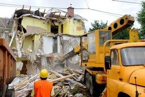 Niekoľko domov museli po zosuvoch úplne zbúrať.