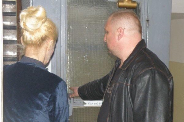 Iveta Jánošová absolvovala rozhor s novinármi v spoločnosti Ivana Katrinca. Fotiť sa nechcela.